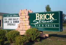 brick-street-restaurant-sign