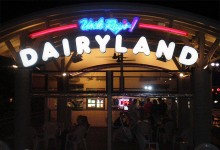 uncle-rays-dairyland-sign